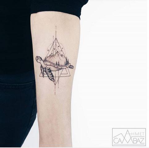 Tortue géométrique et tatouage d'avant-bras Landsccape