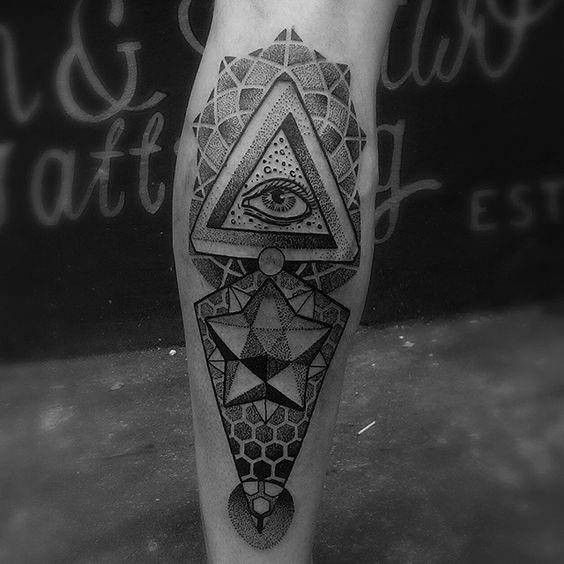 Tatouage de veau Eye of Providence à géométrie infinie