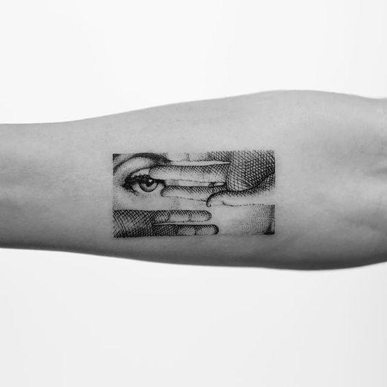Tatouage de bras hachuré