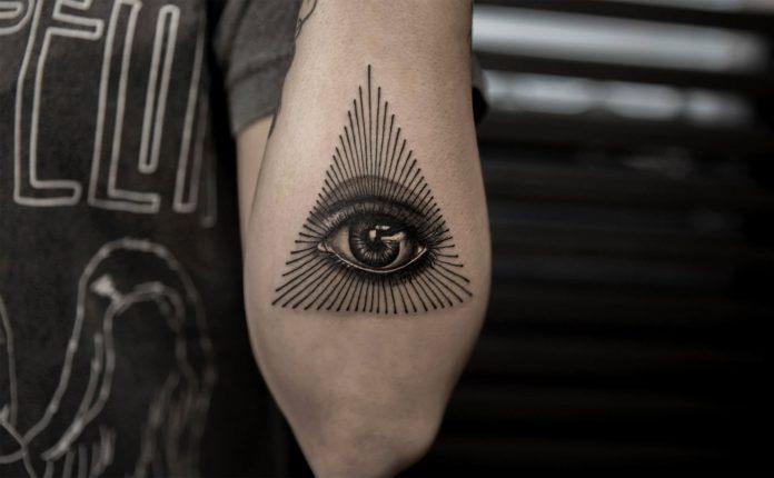 Dessin au trait Oeil de Providence Arm Tattoo
