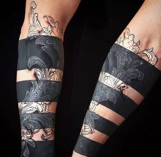 Tatouage décoratif à manches noires