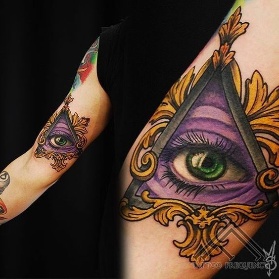 Oeil pourpre de bras Providence Tattoo