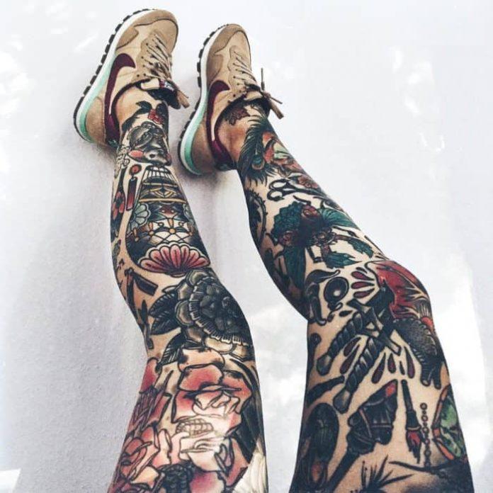 Tatouage de manche de jambe de fleur rouge