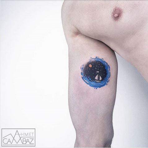 Tatouage de bras de navigation spatiale