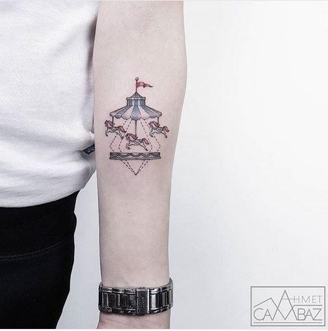 Tatouage avant-bras carrousel