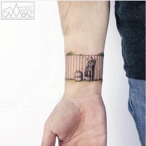 Tatouage au poignet inspiré de Tom Sawyer