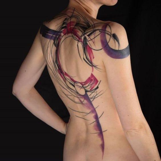 Tatouage au dos de coup de pinceau aquarelle