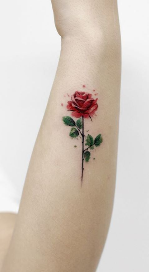 Tatouage Avant-bras Rose Aquarelle