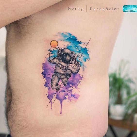 Tatouage côté aquarelle Spaceman