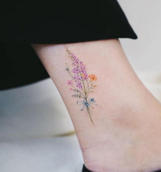 Tatouage de cheville Boquet de fleurs sauvages