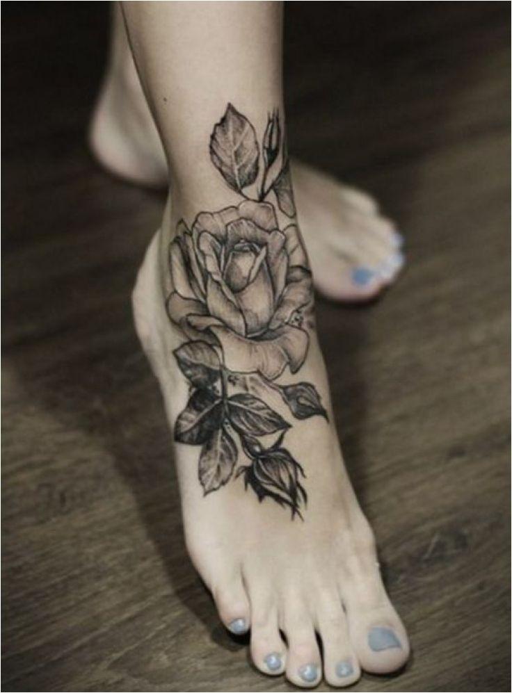Tatouage fleur rose femme célibataire
