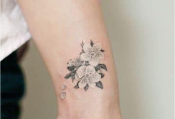 Tatouage femme poignet japonais | acidcruetattoo 25