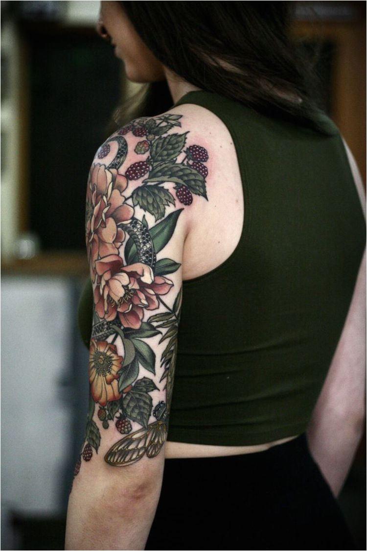Fleur tatouage femme dans le bras tatouage femme art accessoiriser son corps
