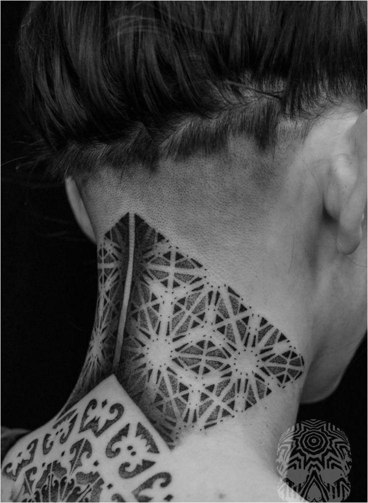 pointillisme dot travail tatouage cou femme