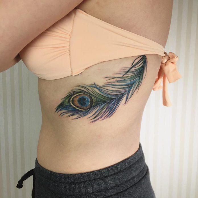 13 12 - 40 tatouages de plumes pour les femmes