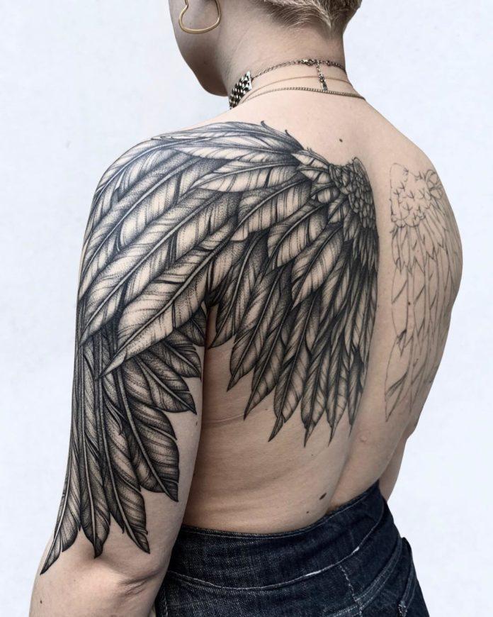 14 11-40 tatouages de plumes pour les femmes