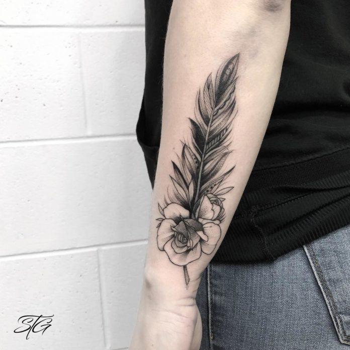 19 9-40 tatouages de plumes pour les femmes