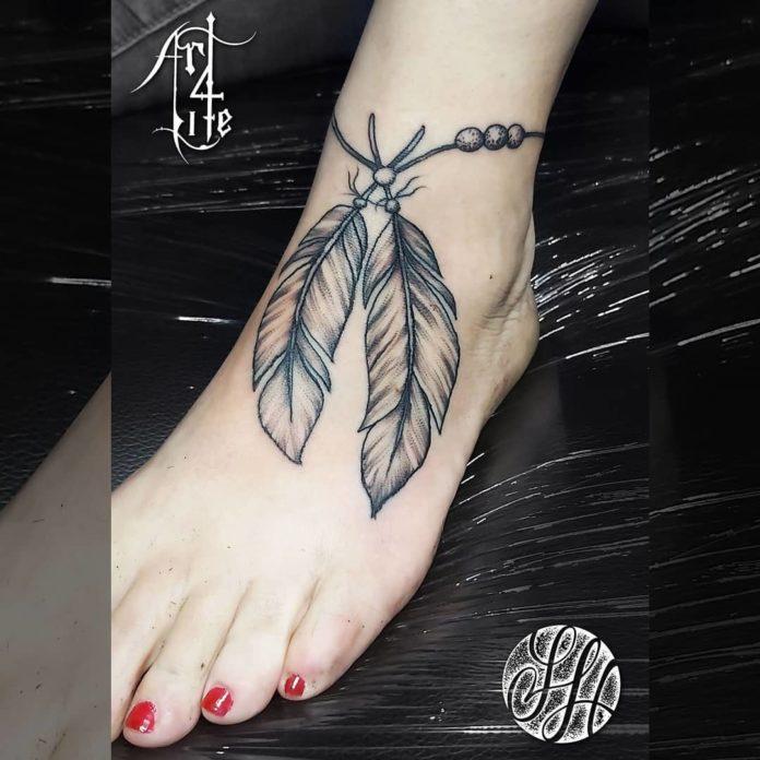 25 tatouages de plumes 13-40 pour femmes