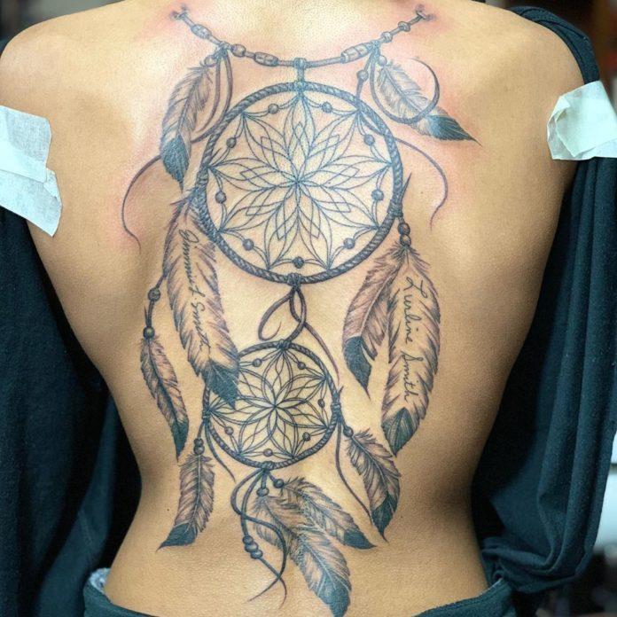 28 12 - 40 tatouages de plumes pour les femmes
