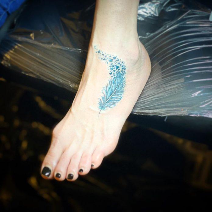 29 11 - 40 Tatouages de plumes pour femmes