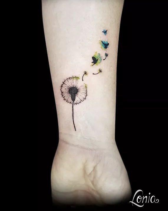 25-40 tatouages de pissenlit pour les femmes