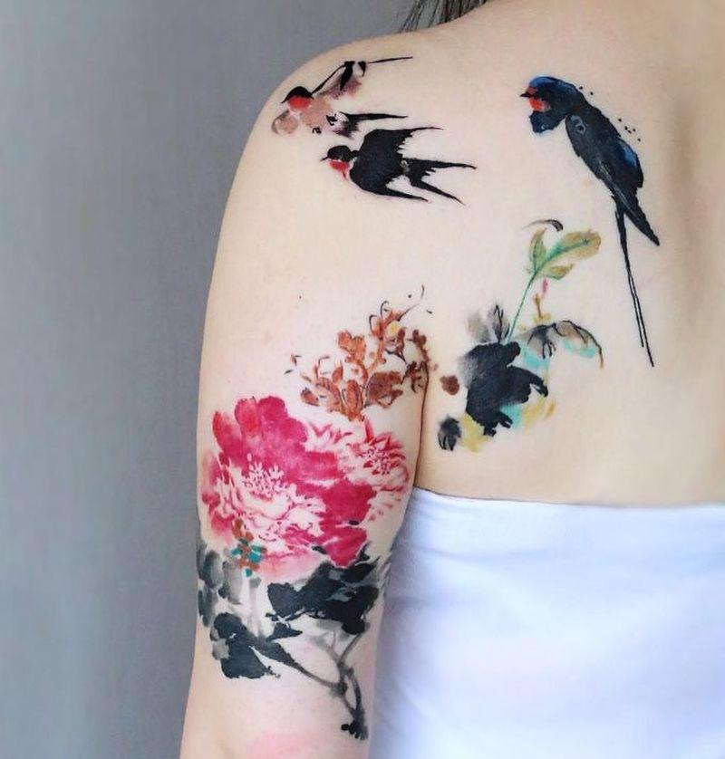 Tatouage aquarelle d'oiseaux et de fleurs