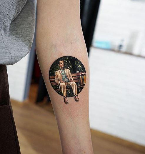 Tatouage avant-bras inspiré de Forest Gump