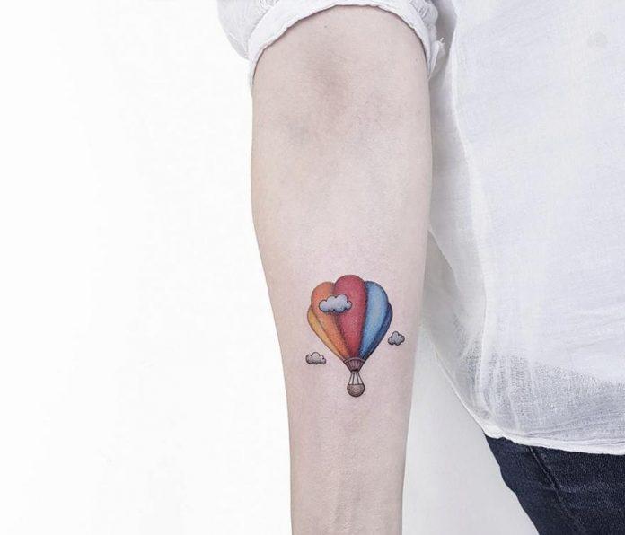 Tatouage avant-bras en montgolfière