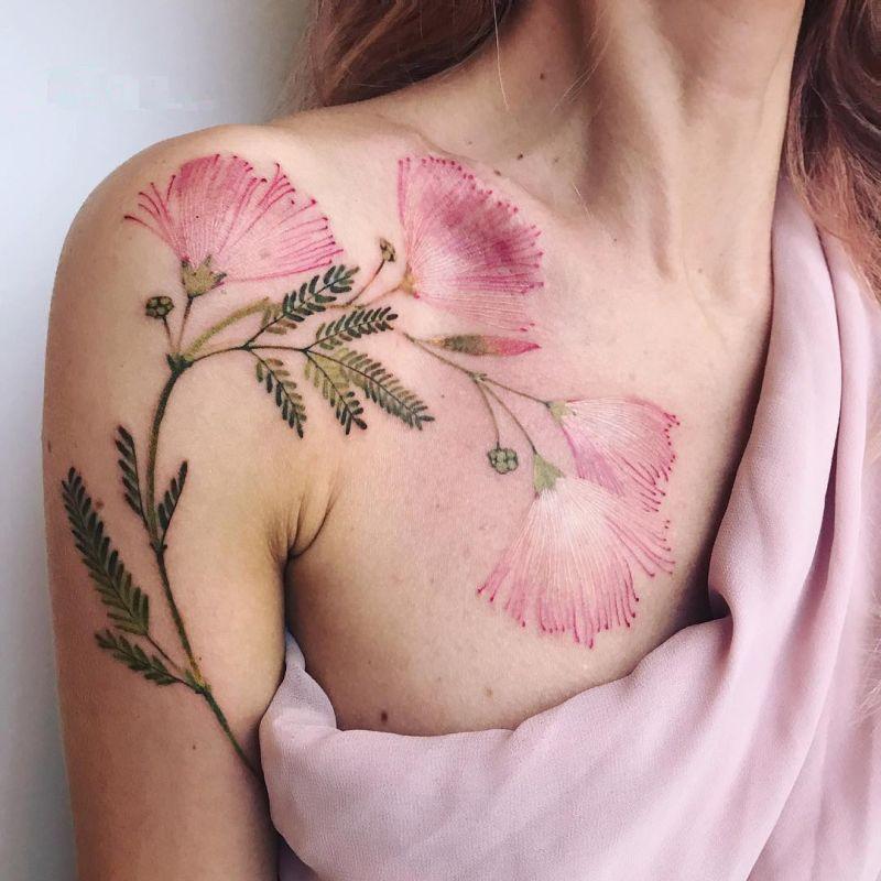 Beau tatouage de bras de Calliandra