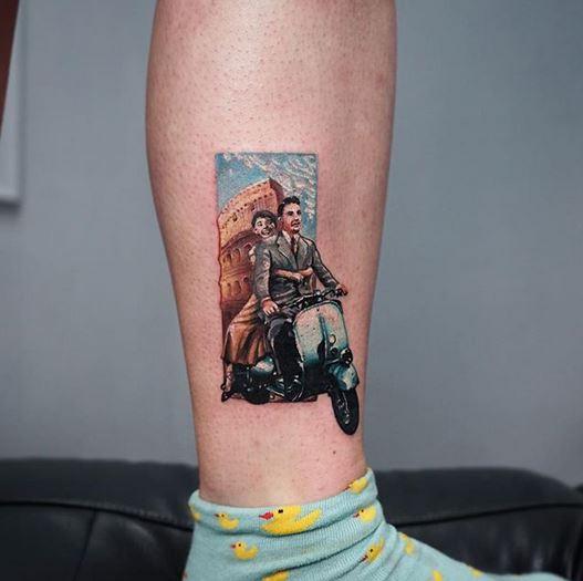Tatouage de jambe de vacances romaines