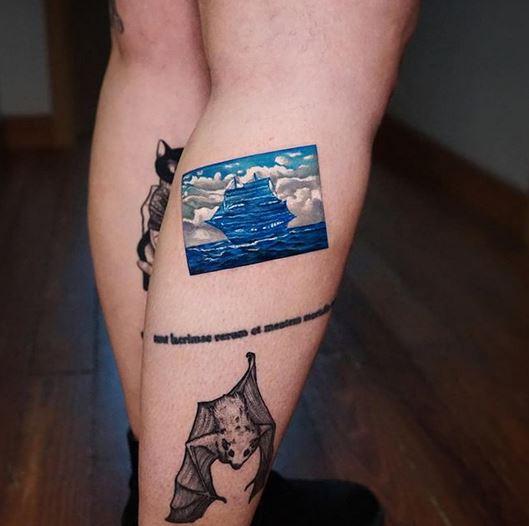 Tatouage de jambe de voilier