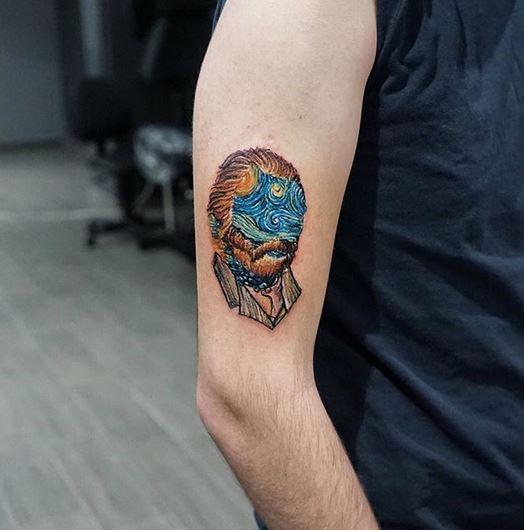 tatouage de bras de portrait de nuit étoilée