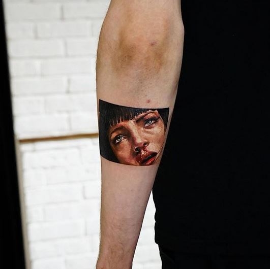 Le tatouage de bras de portrait d'Uma Thurman