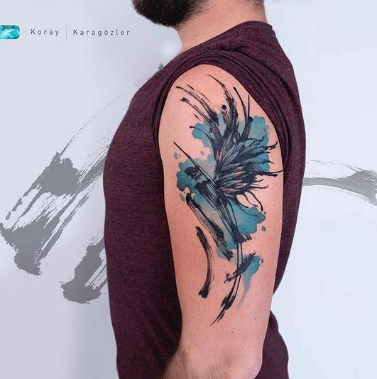 Tatouage de bras de phénix abstrait