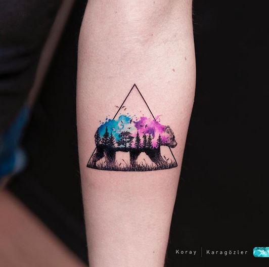 Tatouage d'avant-bras d'ours à double exposition