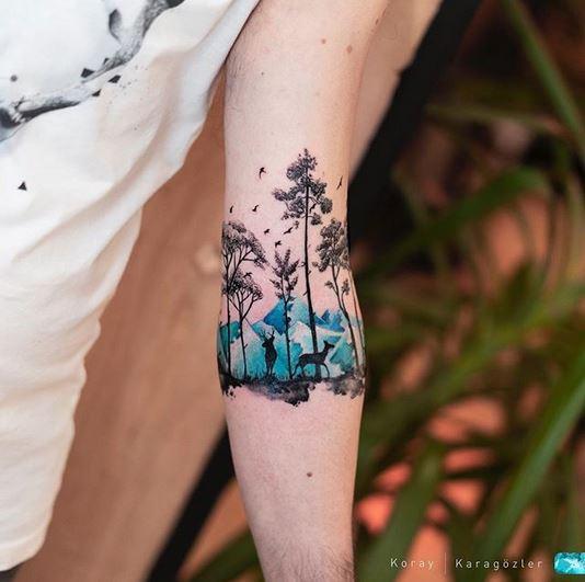 Beau tatouage d'avant-bras de forêt