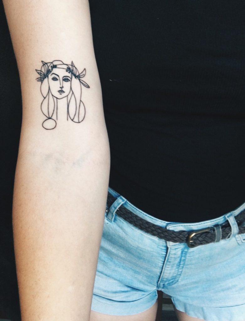 Tatouage avant-bras femme portrait
