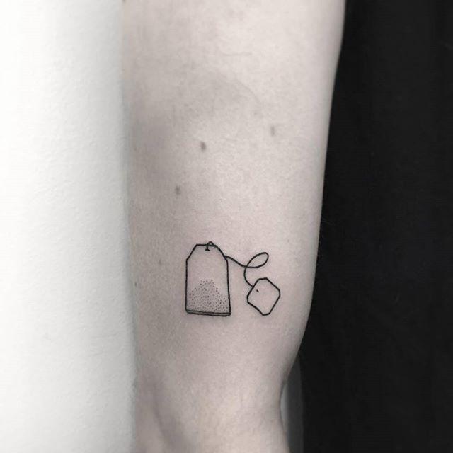 Tatouage de bras de sachet de thé