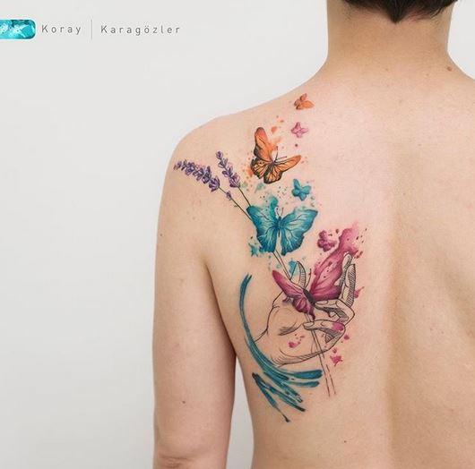 tatouage de dos de papillons aquarelle