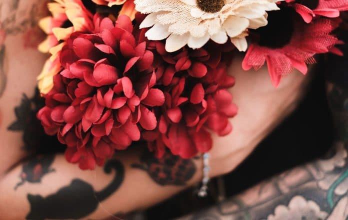 Rencontrez quelqu'un qui aime les tatouages et formez un couple fort ! 1