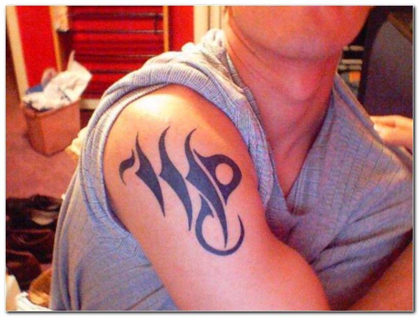 Signe de la Vierge sur la conception de tatouage d'épaule